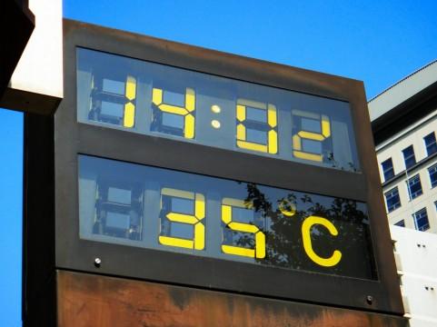 春シーズンのディズニーは気温の変化に注意!