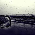 雨の高速道路を安全に走るための基本