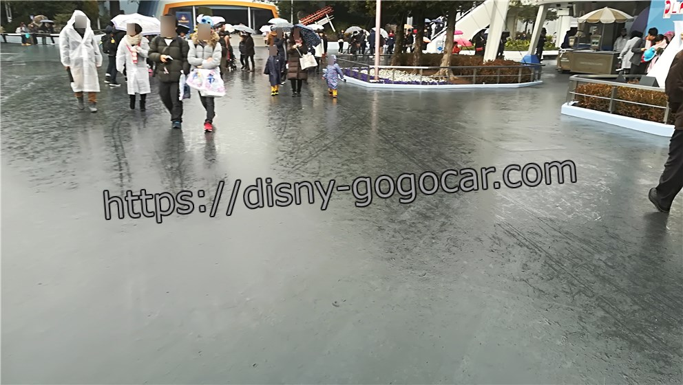 ディズニーランド 雨 ガラガラ